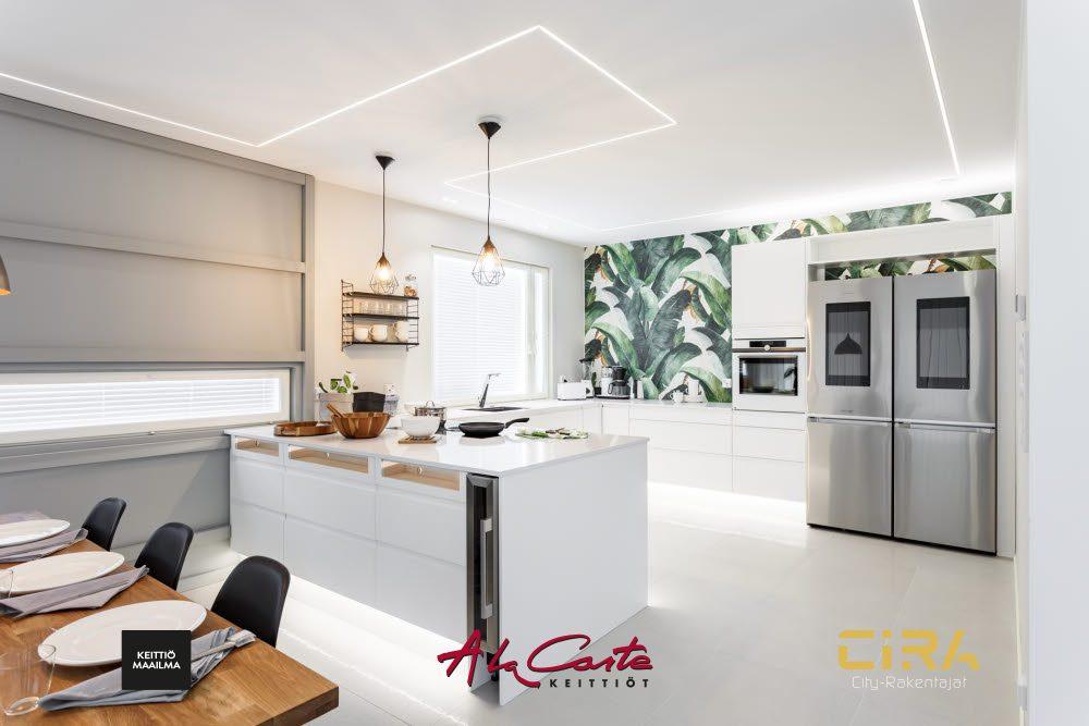 Asuntomessukohde Santala 25 ja Keittiömaailman A la Carte -malliston keittiö.